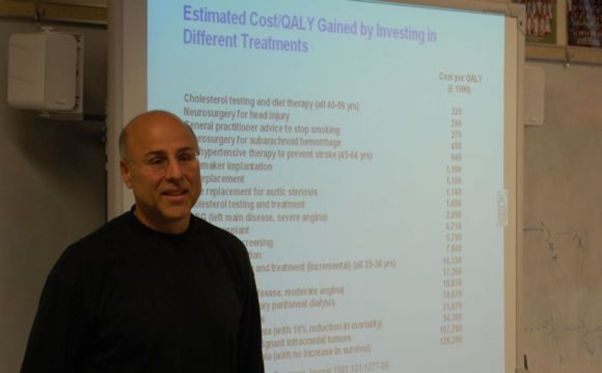 Dr. Goodman discussed his career in the healthcare technology field to physics students. Photo by Sarah Klotz.